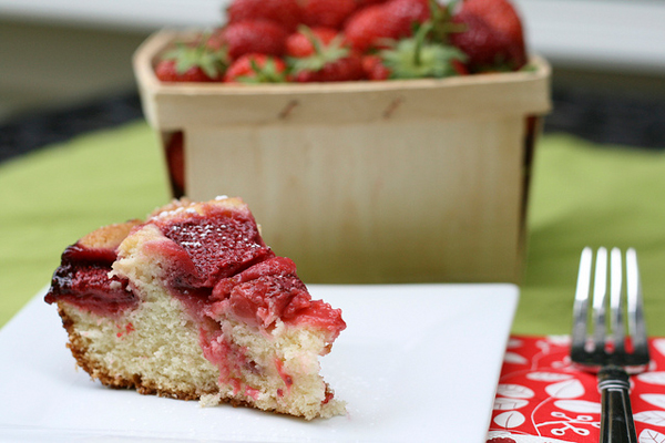 Simple Strawberry Cake