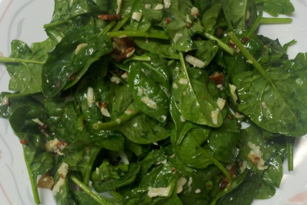 Recipe: Spinach salad with bacon and smoked cheese